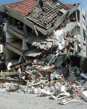 Major collapse of a building, Yalova, Turkey, 1999; British Geol Survey ok to use